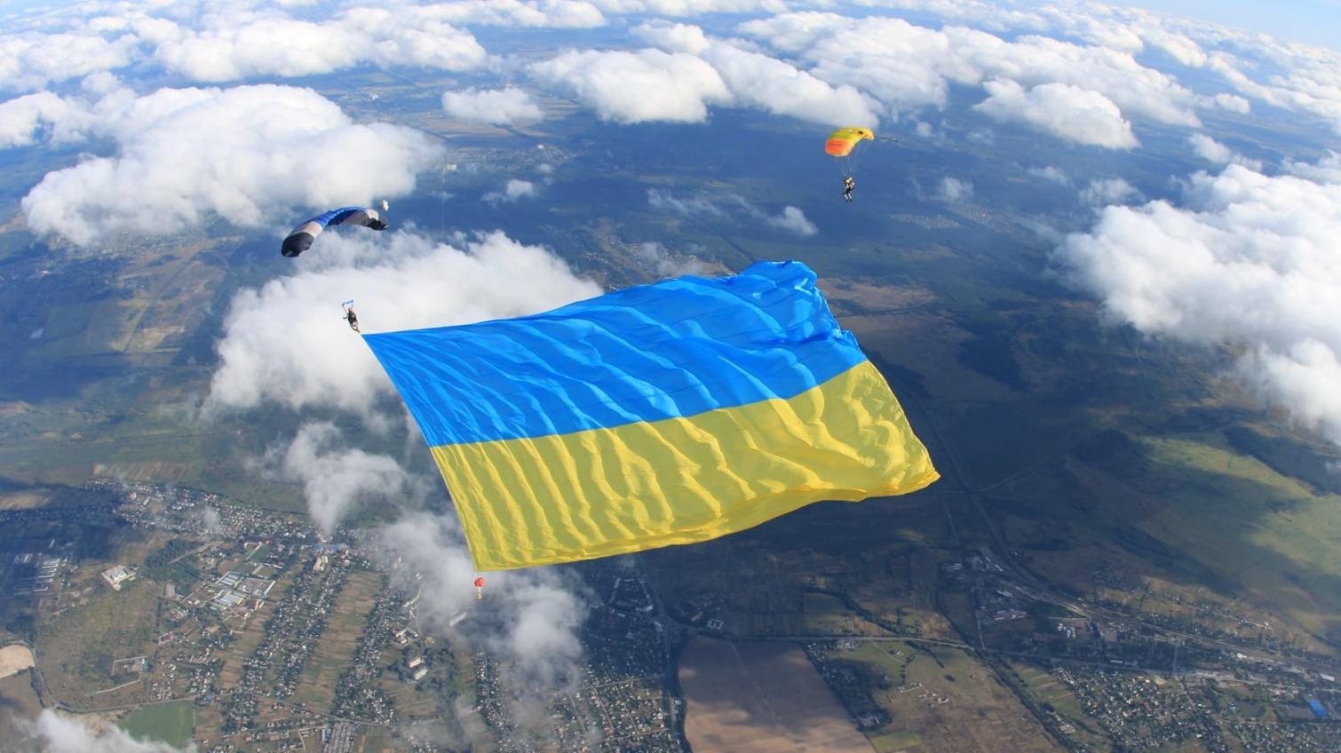 Самый большой флаг в воздухе: одесский военный установил национальный рекорд «фото»