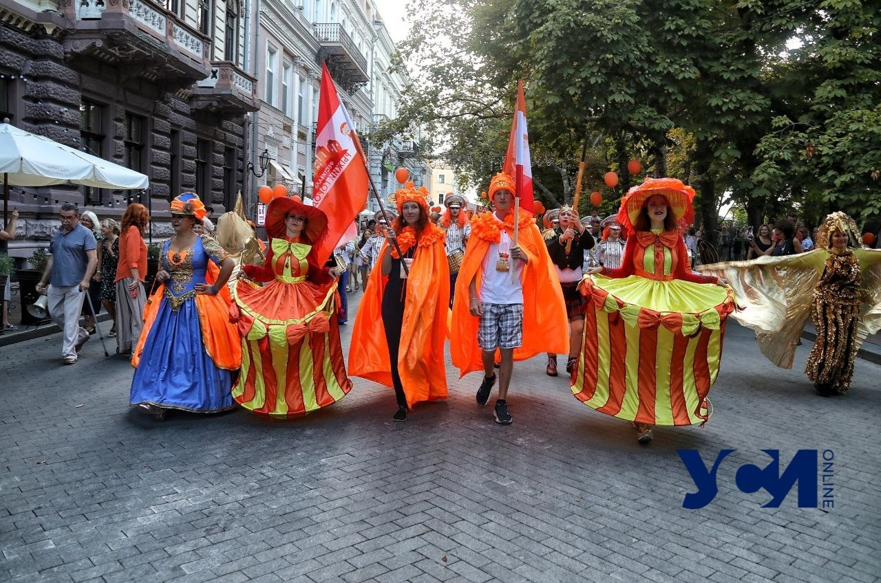 Рыжий город: в центре маршем прошлись рыжеволосые одесситы (фото) «фото»