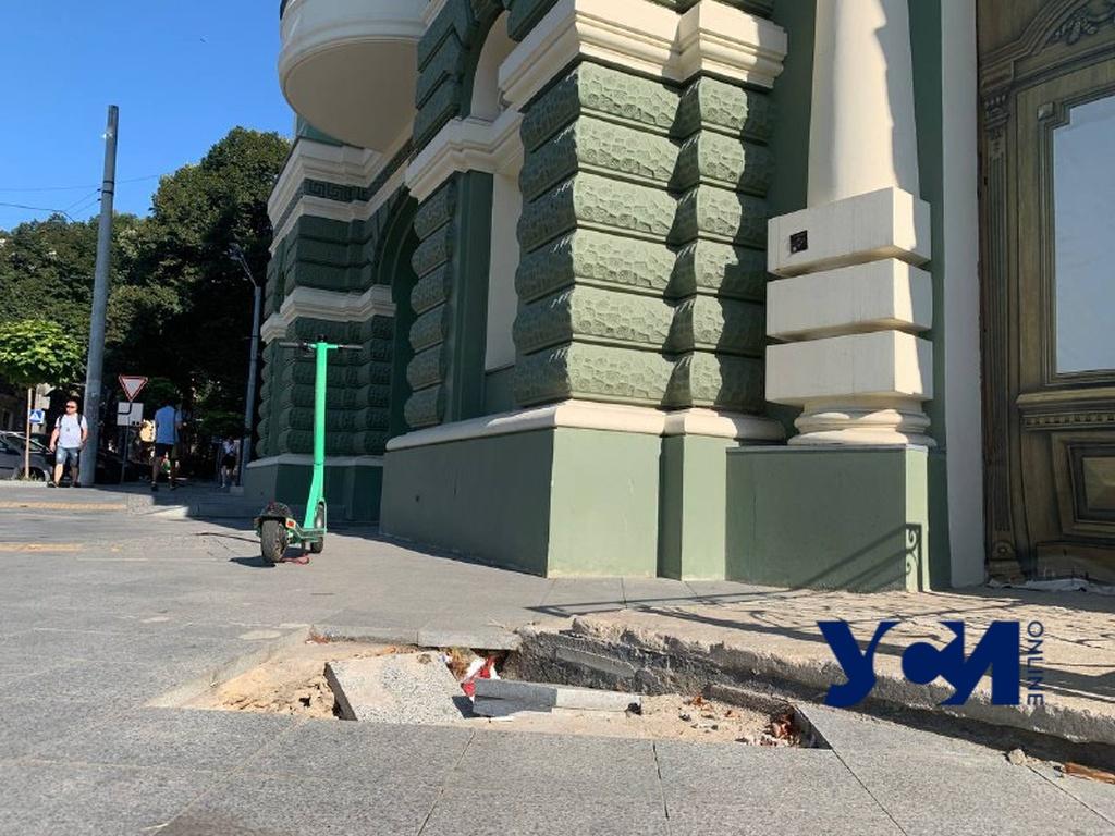 Возле дома Руссова опять провалился тротуар (фото) «фото»