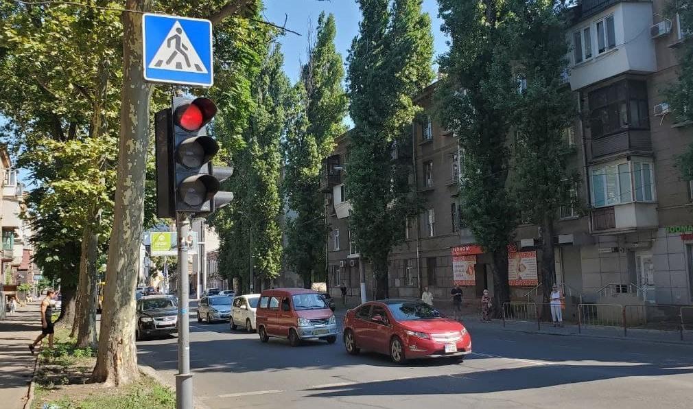 Еще 4 светофора в Одессе сделали автономными (фото) «фото»