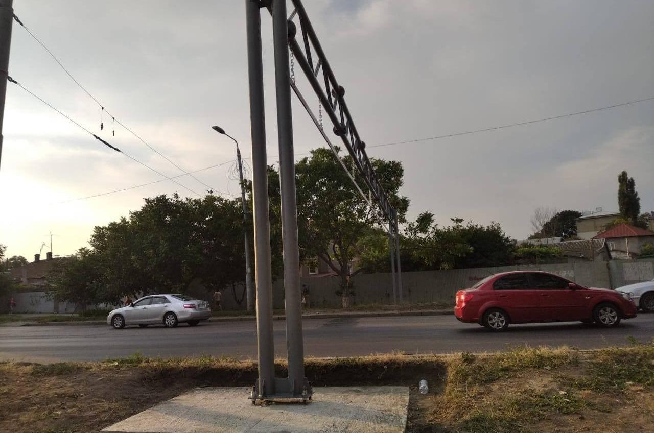 Грузовикам ограничили проезд по Ивановскому мосту — поставили ворота (фото) «фото»