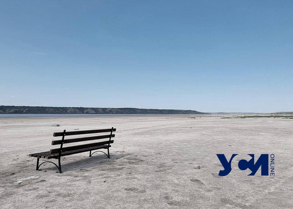 На пустынном берегу Куяльницкого лимана появилась скамейка (фото) «фото»