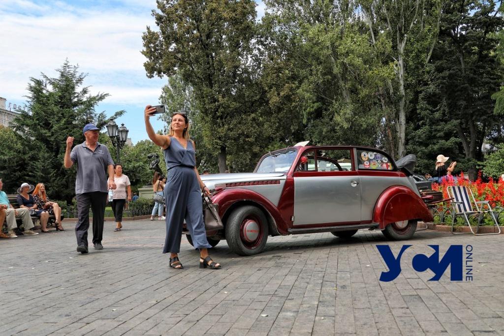 В одесском Горсаду проходит выставка ретроавтомобилей (фото, аудио) «фото»