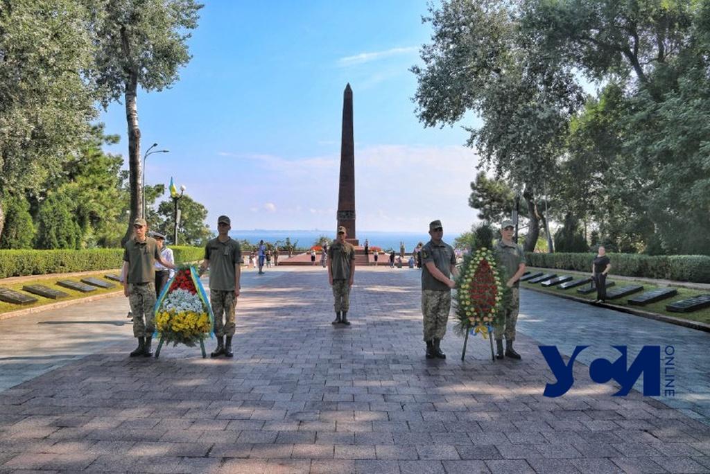 80 лет с начала обороны: в Одессе почтили память защитников города (фото) «фото»