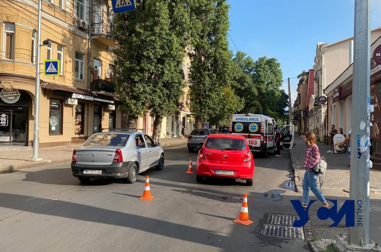 В центре Одессы автомобиль сбил женщину с ребенком «фото»