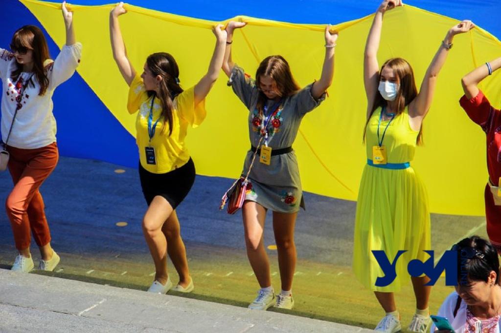 Над Потемкинской развернули 30-метровый флаг Украины (фото, видео) «фото»