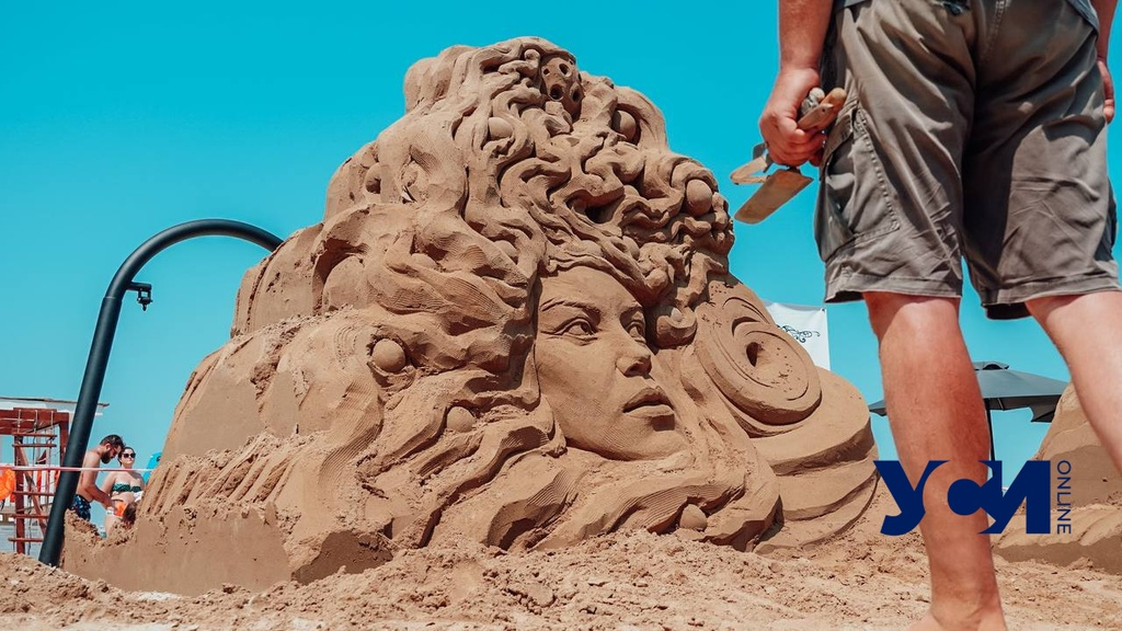 На одесском пляже поселились Маленький Принц, Белка и Стрелка и «кибернимфа» (фото, видео) «фото»