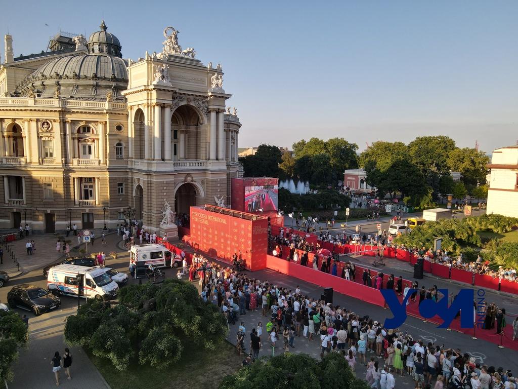 Открытие ОМКФ: гости фестиваля на красной дорожке (фото) «фото»
