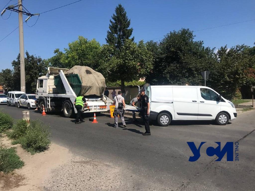 На Черемушках под колесами грузовика погибла женщина (фото) «фото»