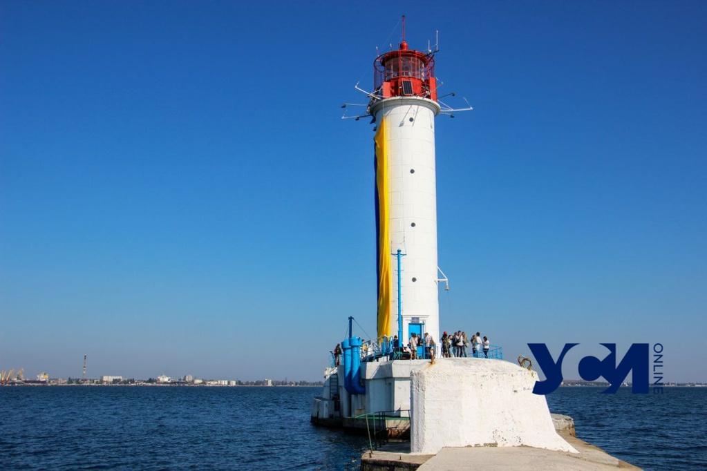 На Воронцовском маяке подняли флаг Украины (фото, аудио) «фото»