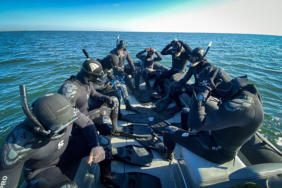 Одесские и киевские спецназовцы провели водолазные учения на Тендровской косе (фото) «фото»
