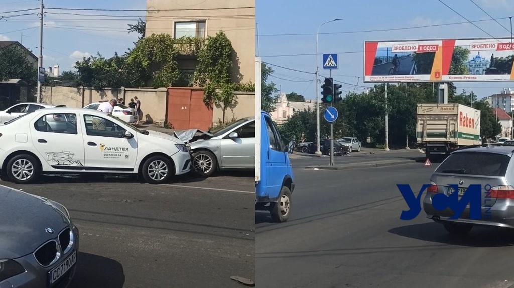 На улице Рихтера произошло ДТП с участием пяти машин (видео) «фото»
