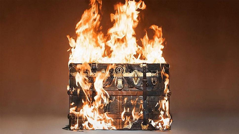 Одесские таможенники сожгли 120 китайских чемоданов (фото) «фото»