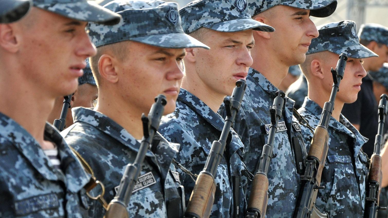 В Одессе молодые морские пограничники получили личное оружие (фото, видео) «фото»