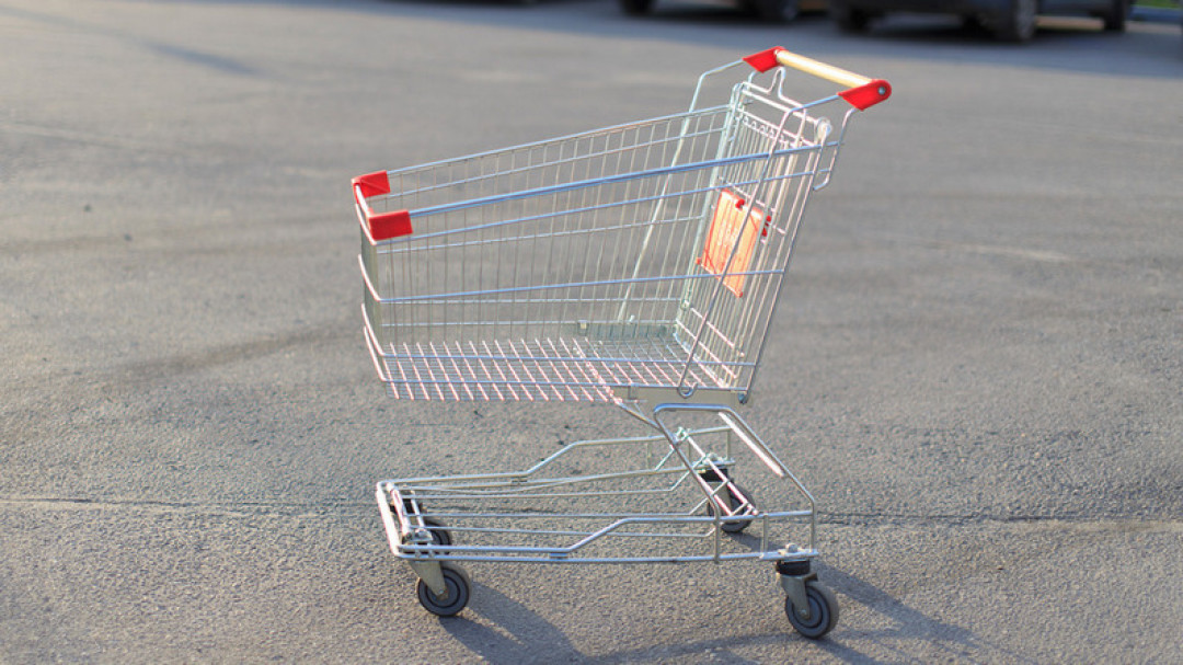 В Одессе мужчина угнал тележку из супермаркета и получил год условно «фото»