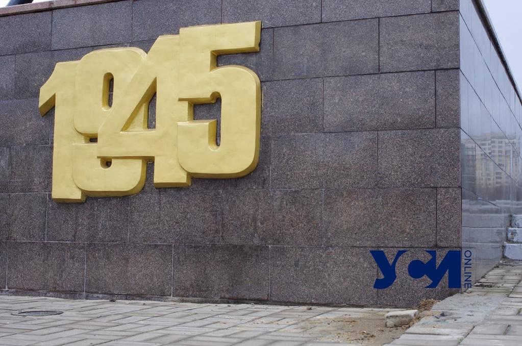 На парня, обнажившегося у военного монумента в Одессе, открыли дело «фото»