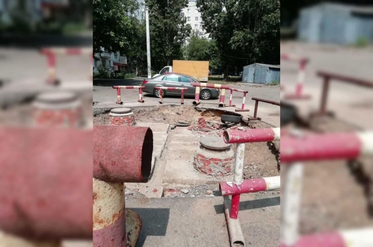 На поселке Котовского машина провалилась в «яму тепловиков»: ТГО будет подавать в суд (фото) «фото»