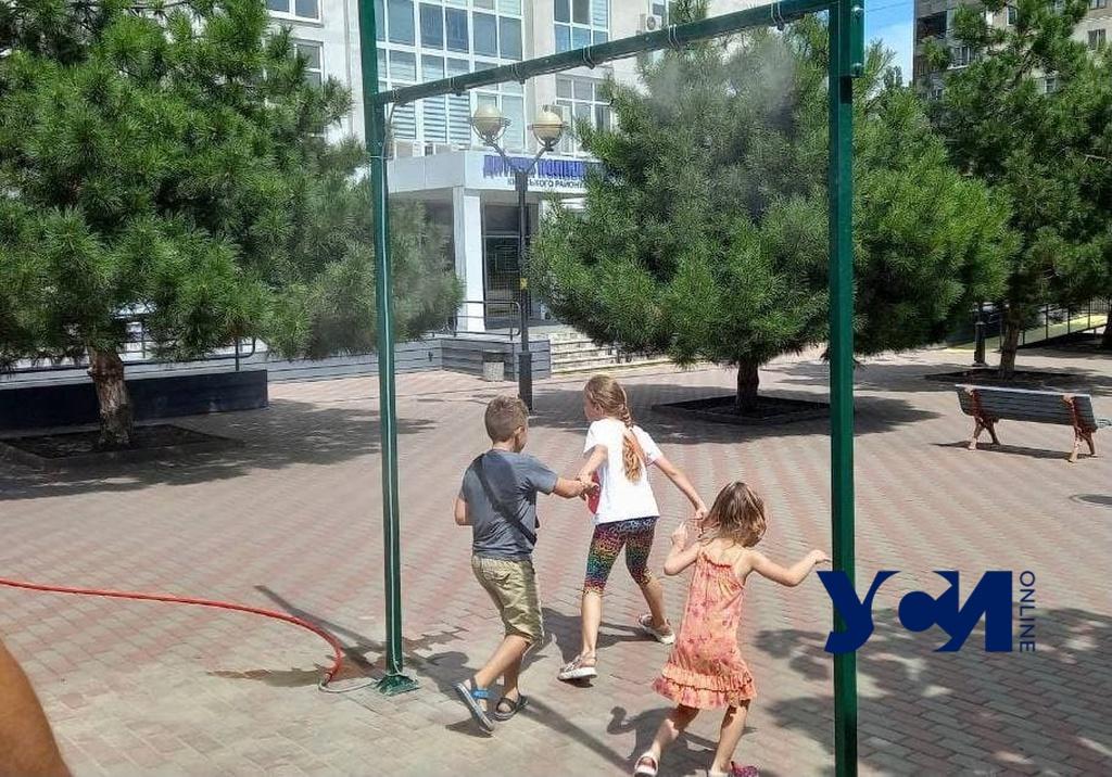 Освежающую арку установили возле детской поликлиники в Одессе (фото) «фото»