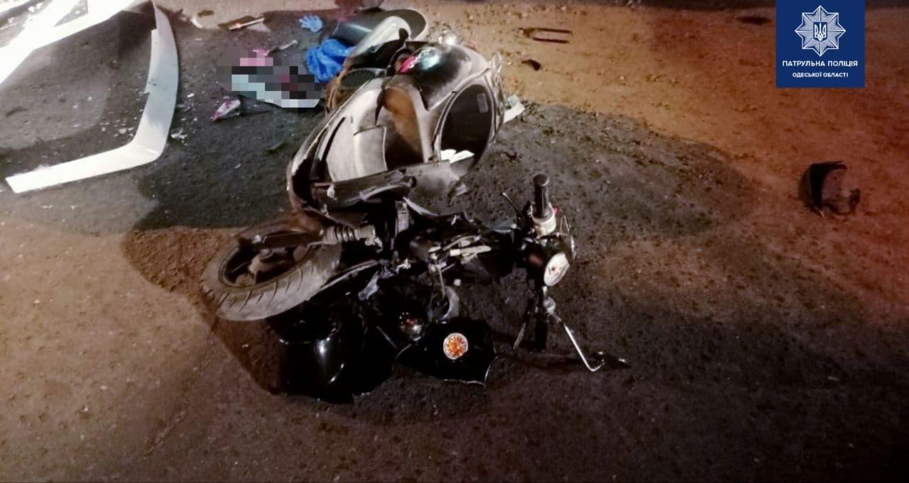 ДТП на Таирова: пострадали водитель и пассажир мопеда (фото) «фото»