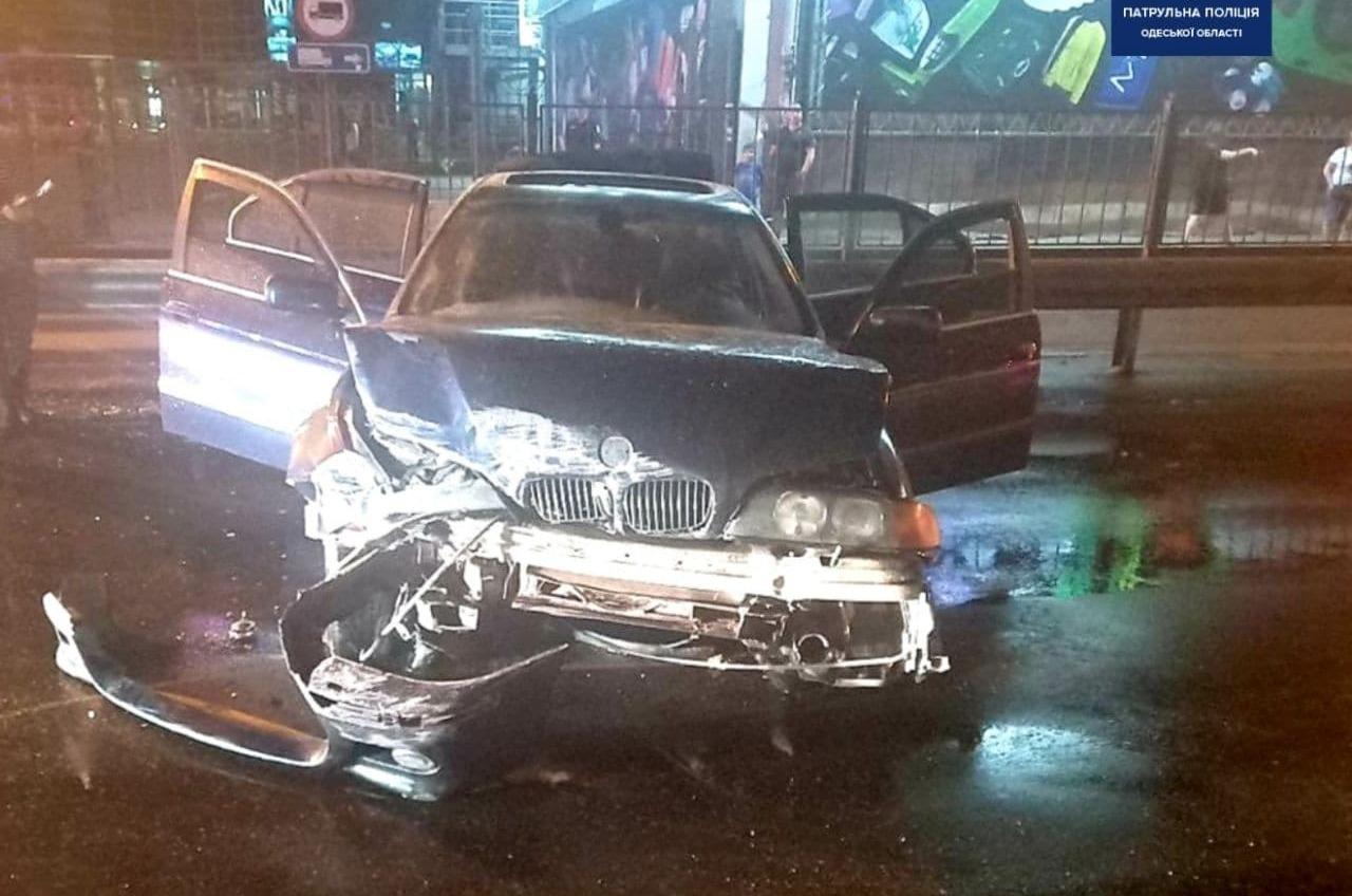 На Среднефонтанской после столкновения выгорел автомобиль (фото) «фото»