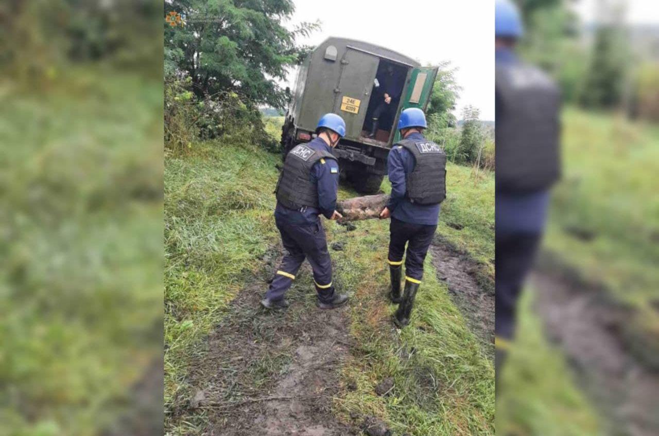 В Одесской области фермер нашел авиабомбу (фото) «фото»