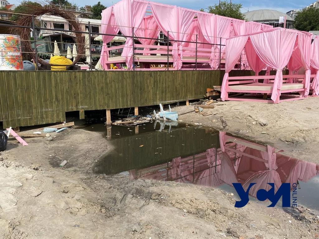 Смывают болото, разбирают обломки шезлонгов: как выглядит Аркадия после вчерашней грозы (фото) «фото»