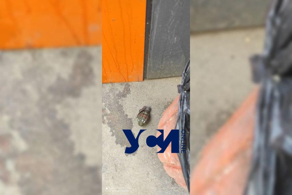 В Одессе возле школы неизвестный угрожал гранатой (фото) «фото»