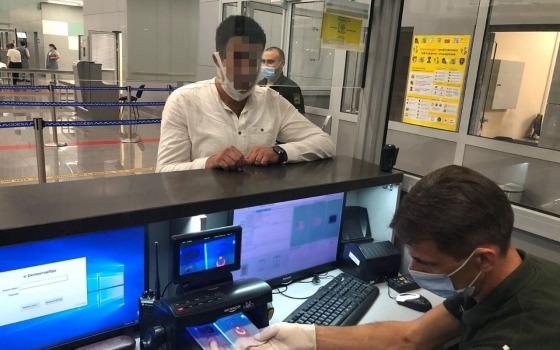 Хотели в Амстердам: в Одессе задержали иностранцев с «липовыми» паспортами (фото) «фото»