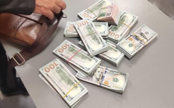 Украл 105 тысяч долларов и хотел сбежать из Украины: в Одесском аэропорту задержали иностранца (фото) «фото»