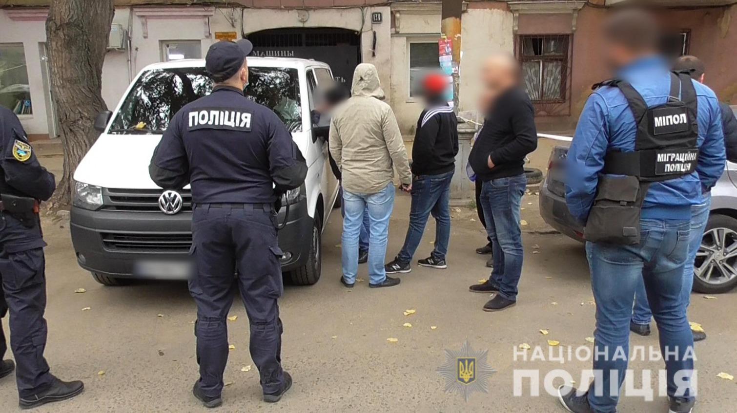 На одесском рынке полиция поймала мигрантов-нелегалов (фото, видео) «фото»