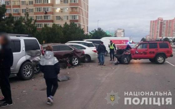 Подросток разбил 6 машин на парковке в Одесской области (фото) «фото»