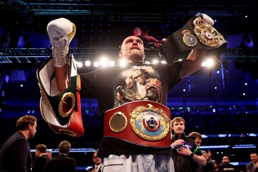 Победа: Усик стал чемпионом мира в супертяжелом весе «фото»