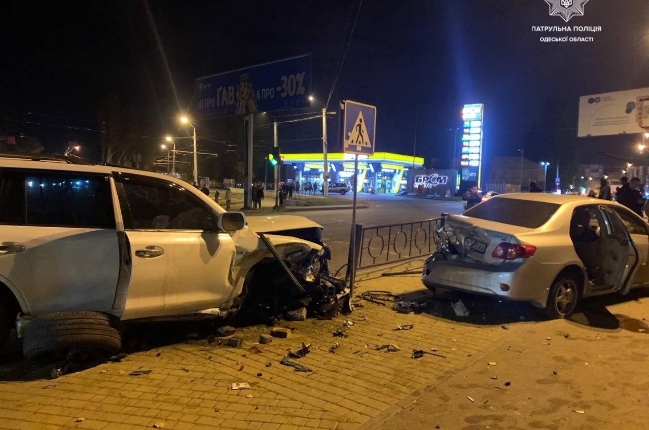 ДТП на Николаевской дороге: водитель Lexus протаранил три авто (фото) «фото»