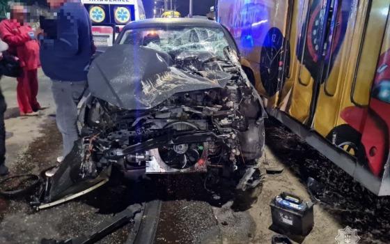 На Николаевской дороге иномарка врезалась в трамвай (фото) «фото»