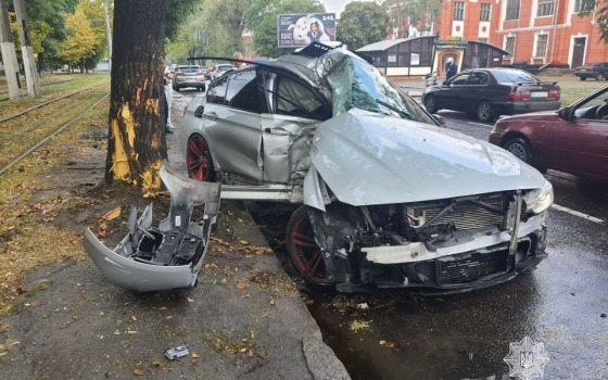 ДТП на Пересыпи: автомобиль въехал в дерево (фото) «фото»
