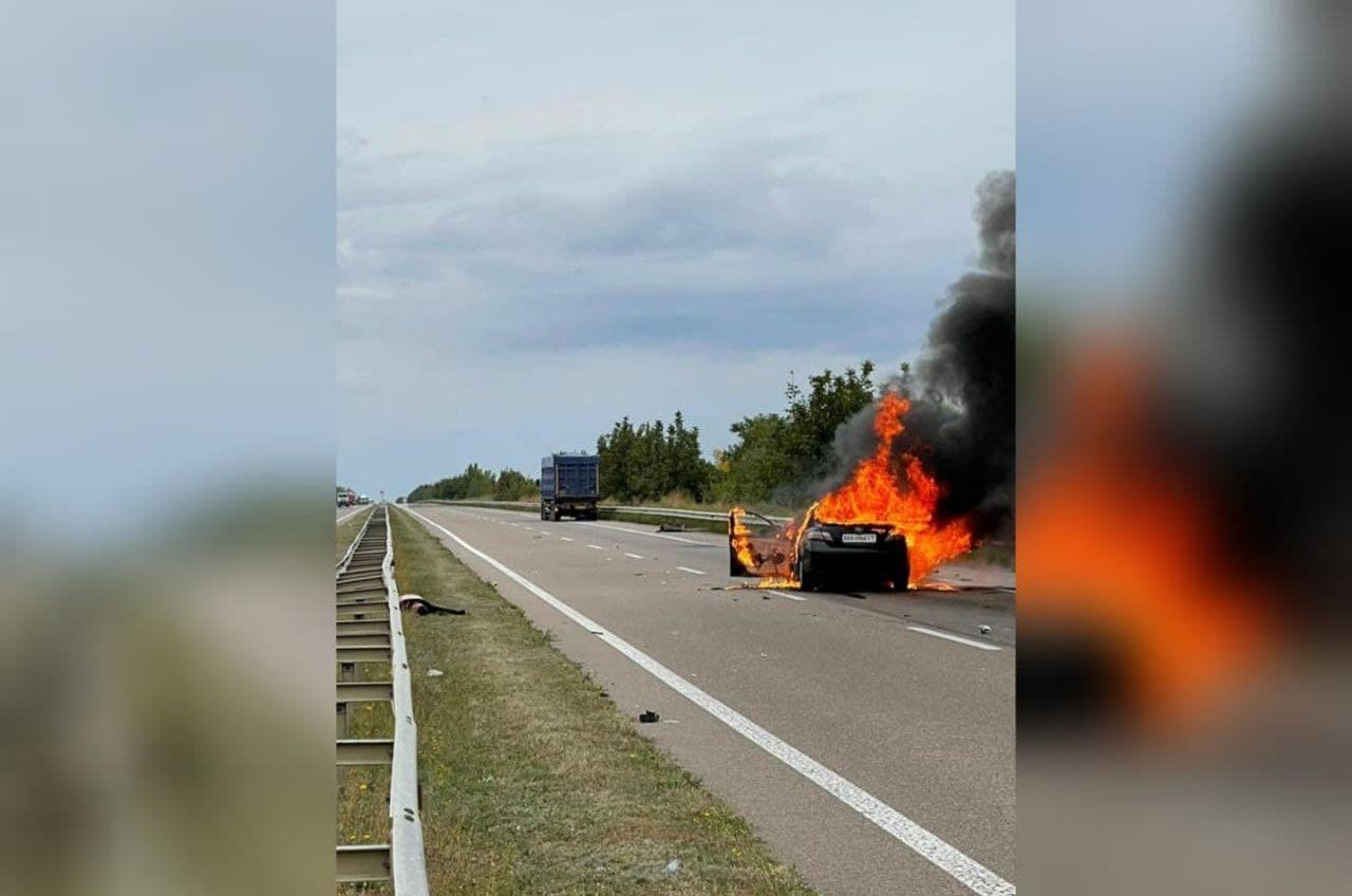 На трассе Одесса-Киев горит легковушка: есть погибший (фото) «фото»