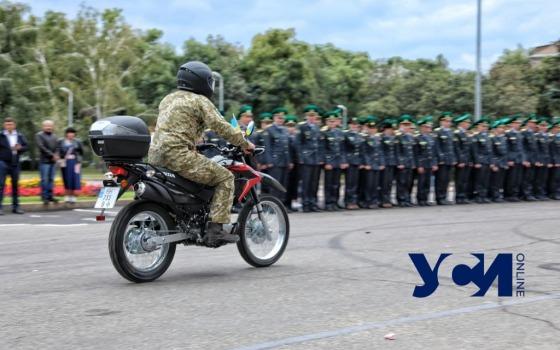 В Одессе лучшим пограничникам вручили мотоциклы и машины (фото) «фото»