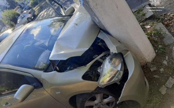 На проспекте Шевченко пьяный водитель влетел в столб «фото»