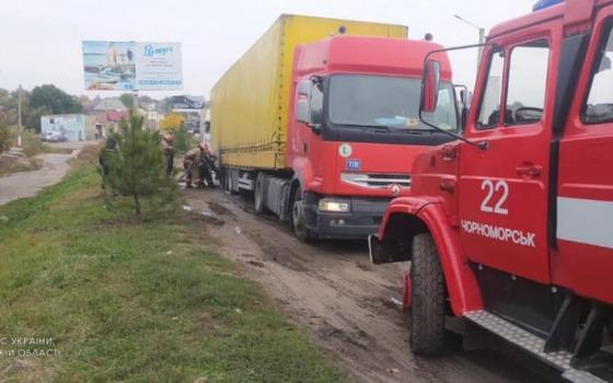Под Одессой на ходу загорелась фура (фото) «фото»