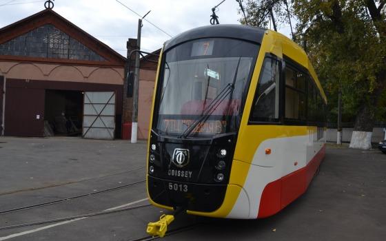 В Одессе на линию выпустили новый трамвай, в котором можно заряжать телефон (фото) «фото»