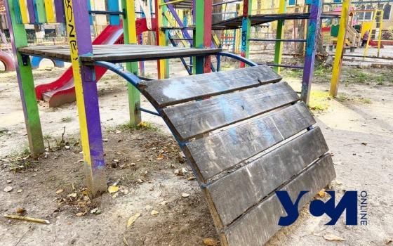 Опасные детские площадки Труханова: во что превратились детские зоны спустя год после установки (карта, фото) «фото»