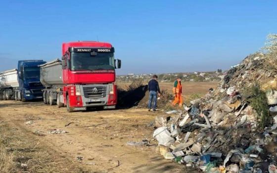 В Фонтанке начали убирать мусорные свалки «фото»